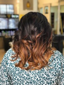 Of tumbling curls and caramel highlights - Hair Coloring Styles For Women